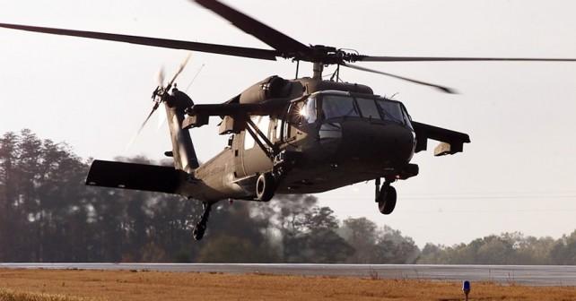 ameriski-vojaski-helikopter-UH-60M-black-hawk