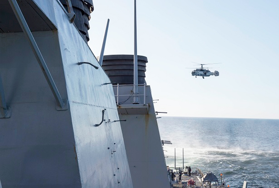 Poljski helikopter SH-2G in rušilec USS Donald Cook