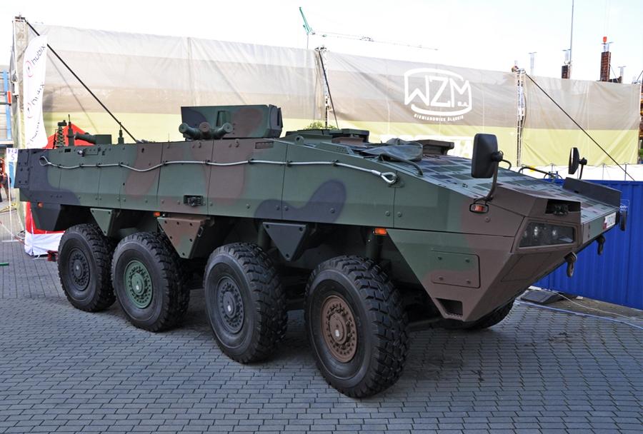rosomak 8x8 - poveljniško vozilo AWD