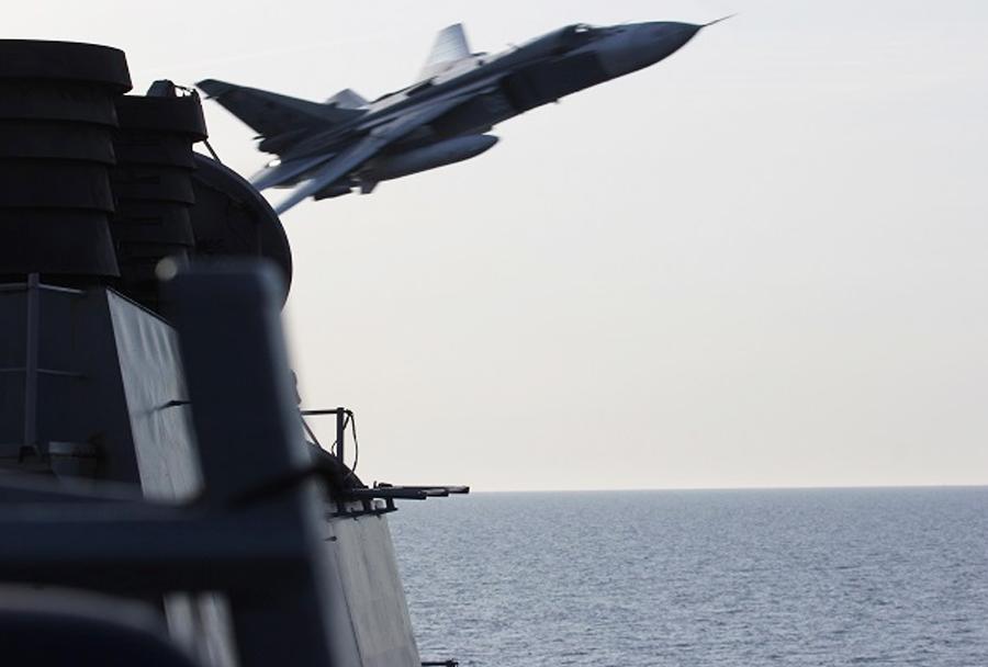Ruski Su-24 med preletom rušilca USS Donald Cook (DDG-75)