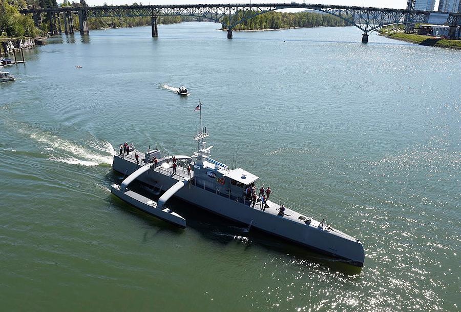 Trimaran sea hunter - prihodnje robotsko plovilo Ameriške mornarice?