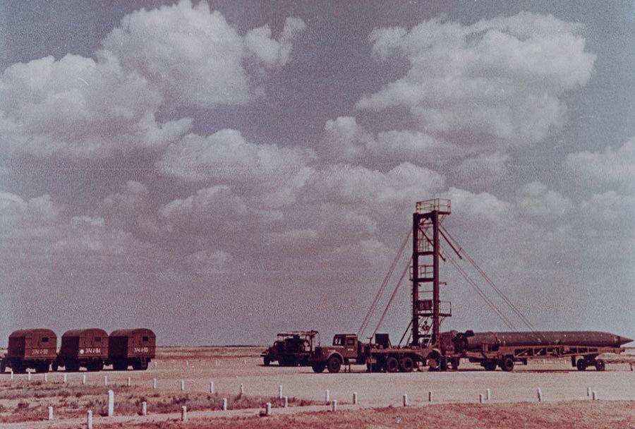 Izstrelišče Kaputsin Yar - balistična raketa R-5M dve uri pred izstrelitvijo