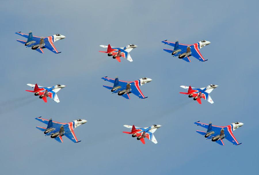 Ruski vitezi z lovci Su-27 in Striži s MiG-29