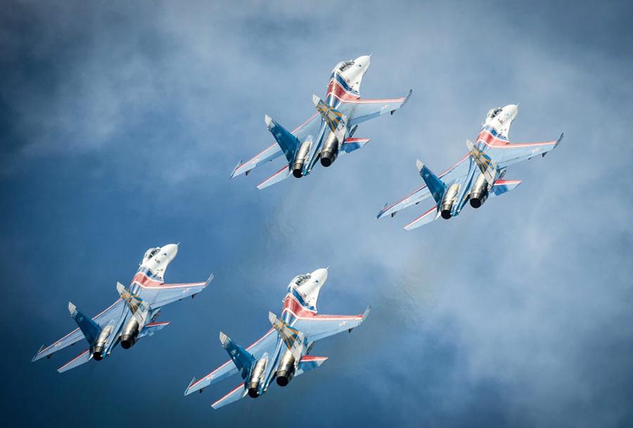 Ruska akrobatska letalska-skupina Ruski vitezi s Su-27