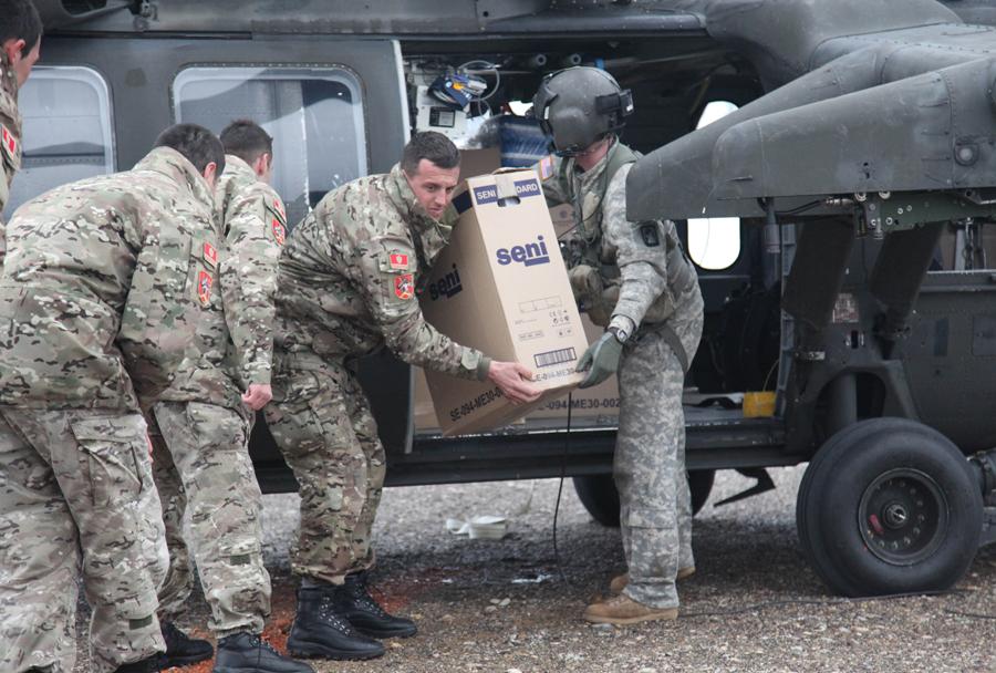 Črnogorski in ameriški vojaki