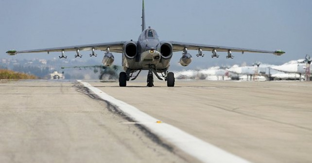 Jurišno letalo Su-25  - letalska baza Hmeymim v Siriji