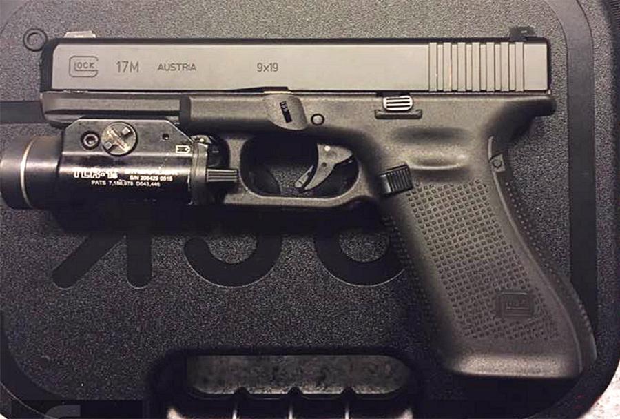 Novi Glock 17M za FBI ni več kalibra 40 S&W, pač pa je devetica - v oči pade lijakasto dno ročaja.