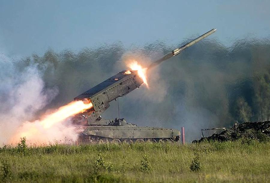 Ruski plamenomet/večcevni raketomet TOS-1