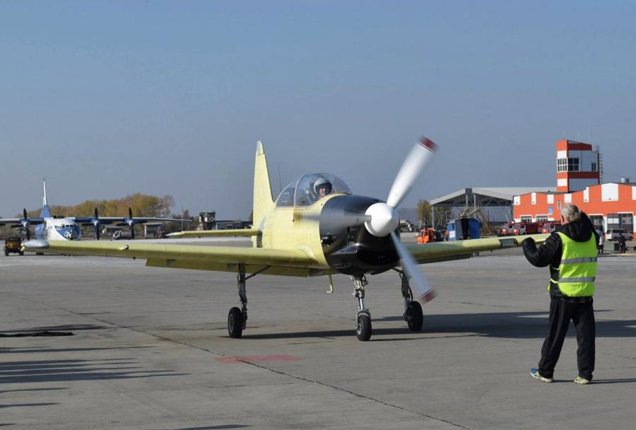 prvi polet šolskega letala Jak-152