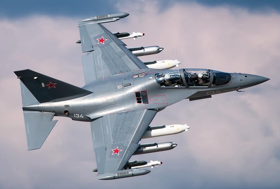 Trenažno bojno-letalo Jak-130.
