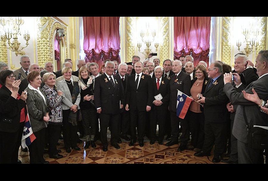 Veterani 2. svetovne vojne iz Slovenije na obisku pri Putinu.