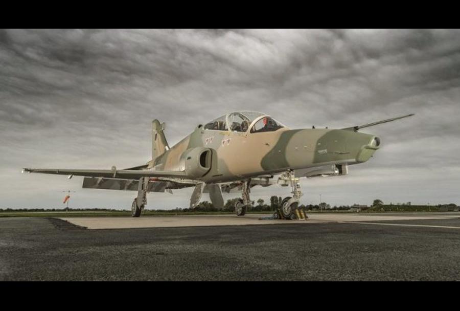 Letalo BAE hawk za Oman.