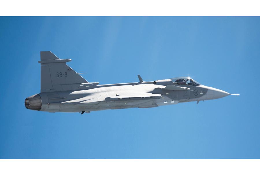 Prvi polet novega lovca JAS-39 gripen E