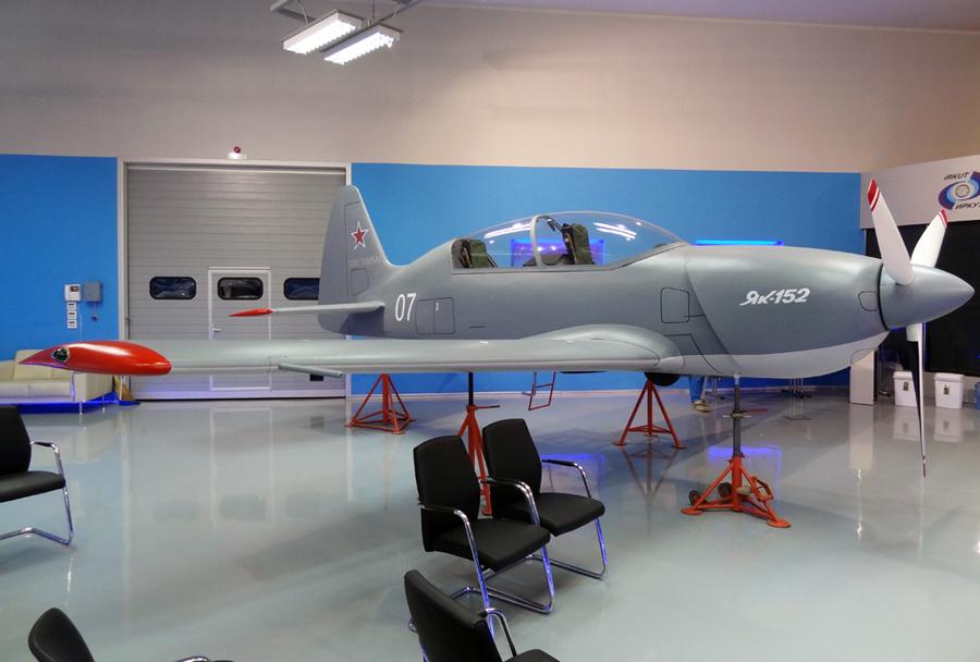 solsko-letalo-jak-152