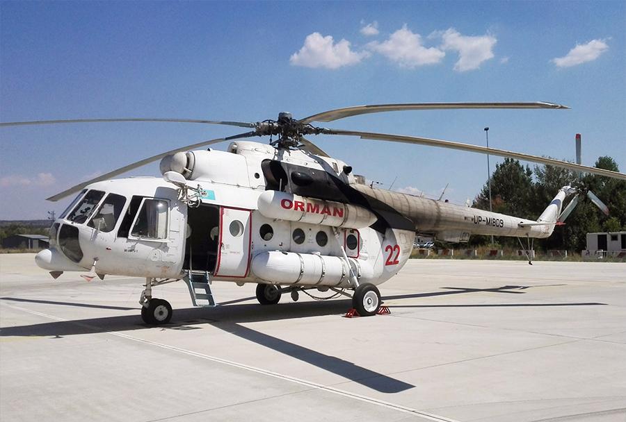 Helikopter družbe Burundaiavia Airline Mi-8MTV-1 iz Kazahstana, ki ga je najela Turčija, z registracijo UP-MI809, parkiran na letališču Petrovec. (Foto: PRD / I. Božinovski)