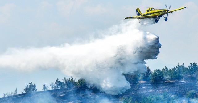 Letalo izraelske Policije Air Tractor AT-802 4X-AFA med gašenjem v Makedoniji. (Foto: IP – PRD – Igor Božinovski)