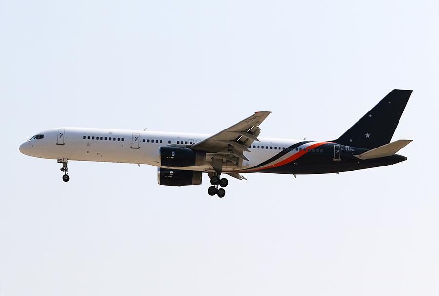 Boeingov 757-256 družbe Titan Aviation z registracijo G-ZAPX je iz Liverpoola na letu ZT 8881 priletelo v Skopje 8. avgusta 2017 ob 10.39. (Foto I. Božinovski)
