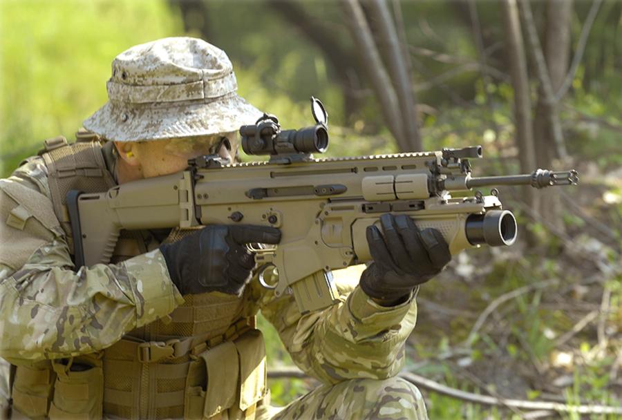 Jurišna puška FN SCAR z bombometom FN 40GL