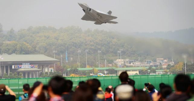 F-22 na razstavi ADEX 2017 v Južni Koreji