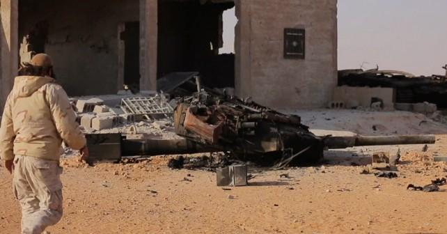 Uničen sirski tank T-90 - ostanki kupole