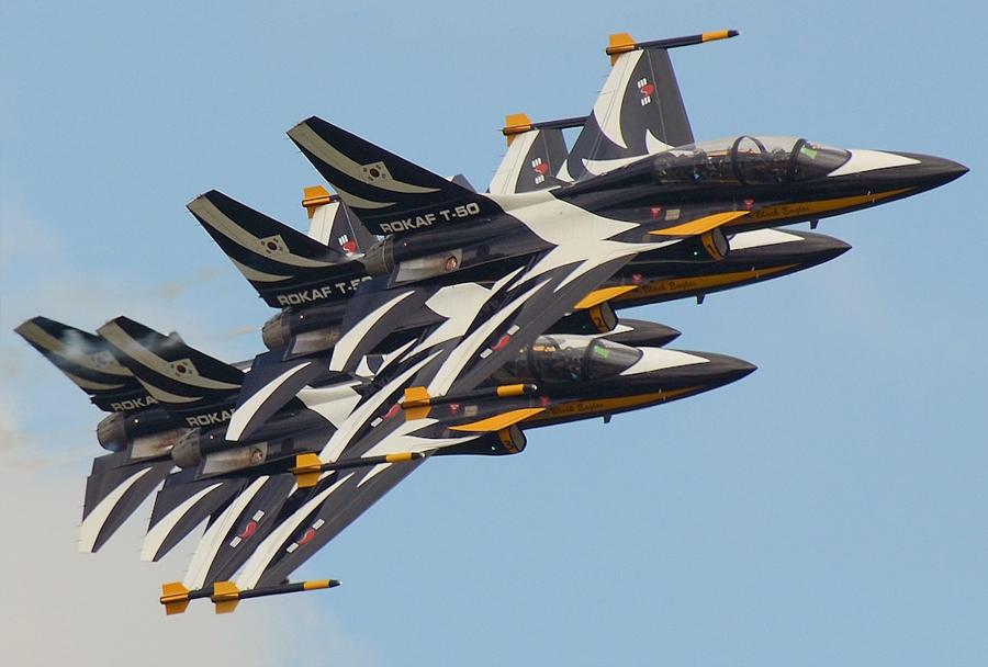 Južnokorejska akrobatska letalska skupina Black Eagles z letali KAI T-50