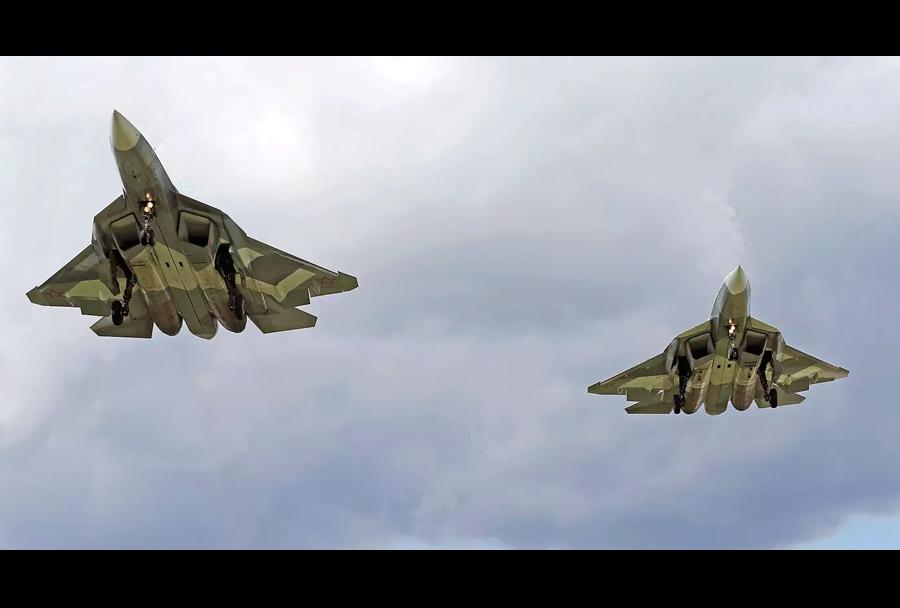 Par ruskih lovcev Su-57 PAK-FA