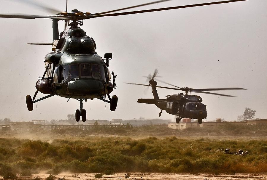 Iraški helikopter Mi-17 in ameriški UH-60