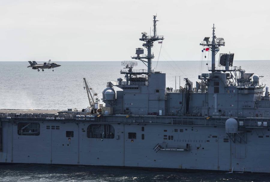Mornariški lovec F-35B na nosilki helikopterjev USS Wasp