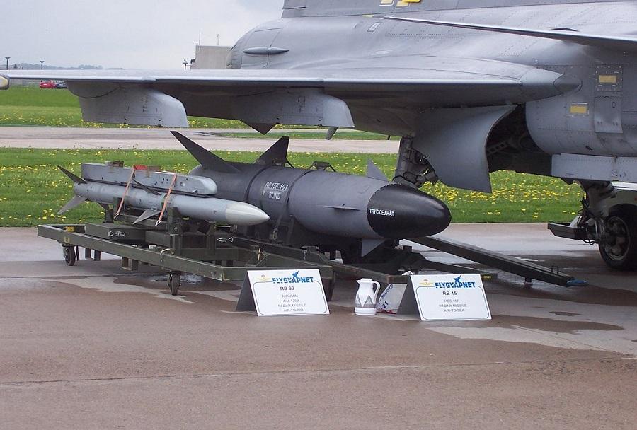 RBS-15 na desni pod krilom lovca JAS-39 gripen