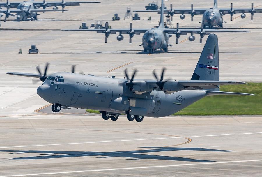 Vojaško transportno letalo C-130J super hercules