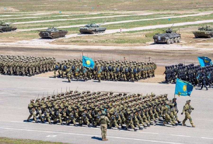 Vojaška parada v Kazahstanu