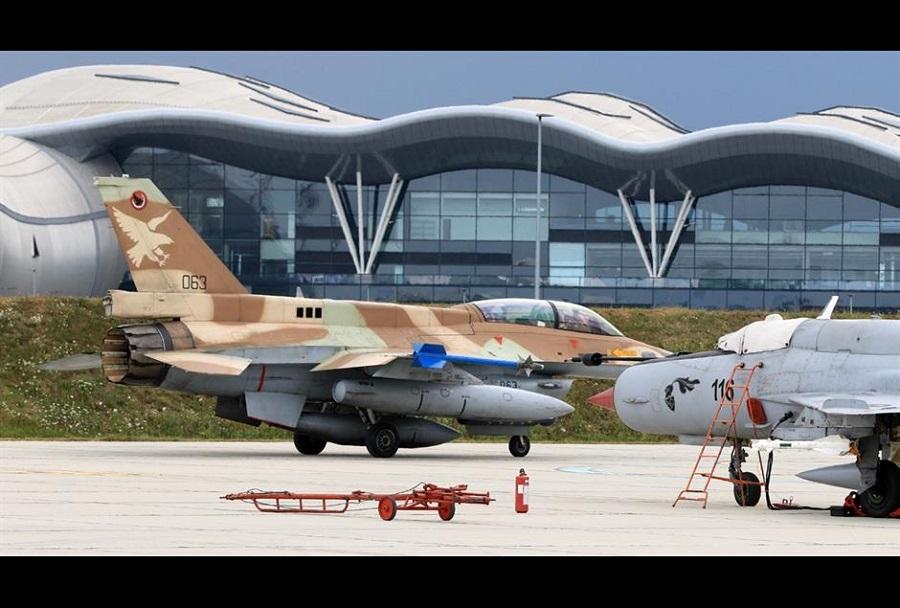 Izraelski lovec F-16 barak med obiskom na Hrvaškem
