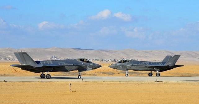 Izraelski par lovcev F-35I adir