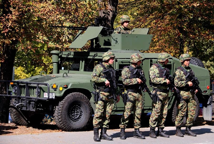 Srbski oklepnik humvee z novo oborožitvijo