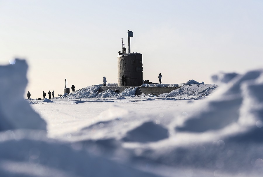 Britanska podmornica HMS Trenchant na Severnem polu