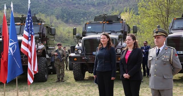 Ameriška donacija oklepnikov Albaniji