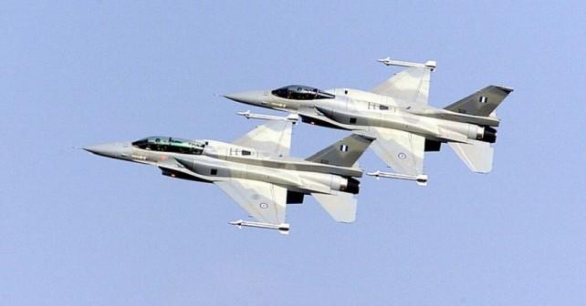 Par grških lovcev F-16