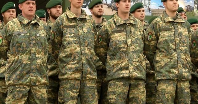 Pripadniki Jägerbataillona 18 v novih uniformah Avstrijske vojske