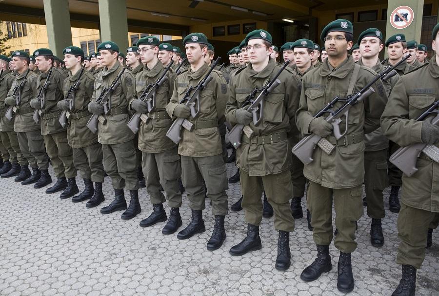 Pripadniki Jägerbataillona 18 v starih uniformah Avstrijske vojske
