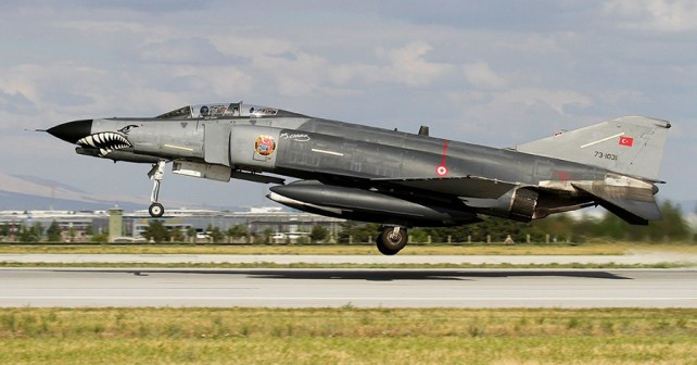 Turški lovski bombnik F-4E 2020 terminator