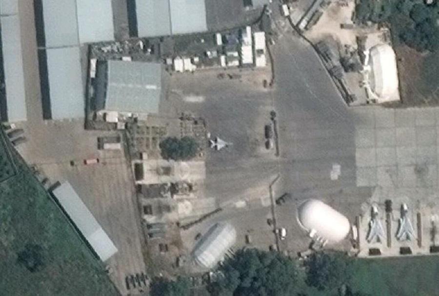 Lovec MiG-21 v letalski bazi Hmeymim v siriji
