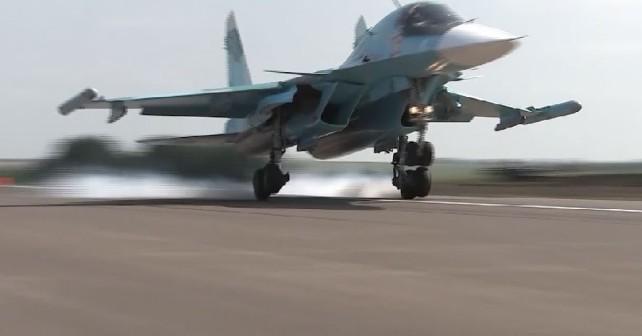 Su-34 - pristajanje na avtocesti
