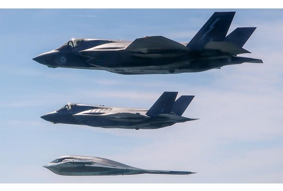 Bombnik B-2 in lovca F-35