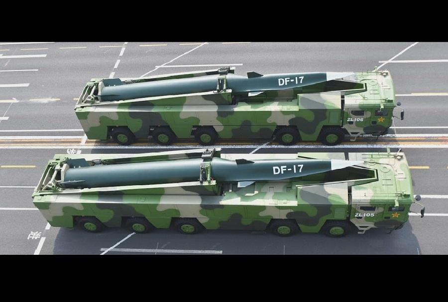 Pogled od zgoraj na dve maketi sistemov DF-17 (foto: China Military)