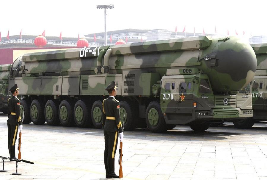 Mobilni raketni medcelinski sistem DF-41 (foto: Kyodo)