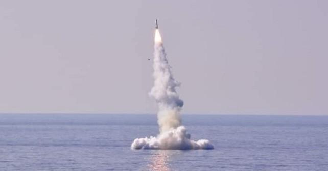 Manevrirna raketa kalibr club-S, izstreljena iz potopljene alžirske podmornice razreda kilo 636