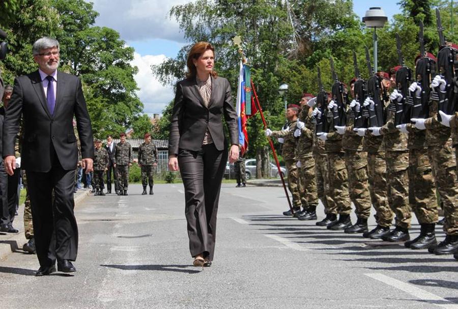 Predsednica vlade Alenka Bratovšek in minister Roman Jakič ob vrnitvi 20. kontingenta SV  iz operacije ISAF v Afganistanu