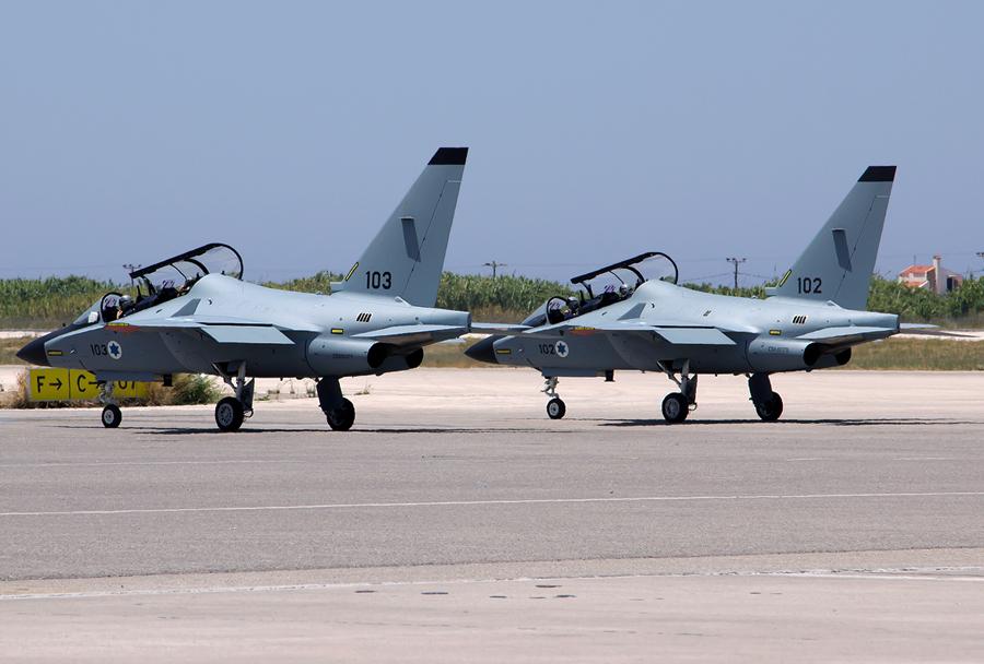 Prvi izraelski šolski letali M-346 lavi