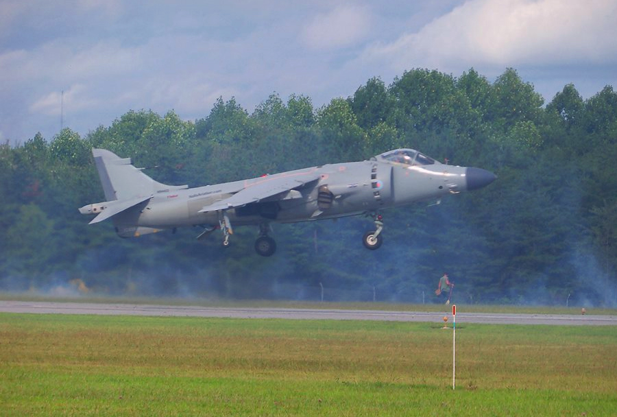 Letalo AV-8B sea harrier - Winston Salem Air Show 2014