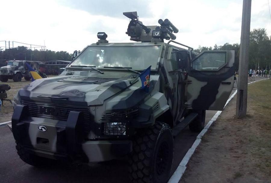 Oklepno vozilo spartan z oborožitveno postajo sarmat